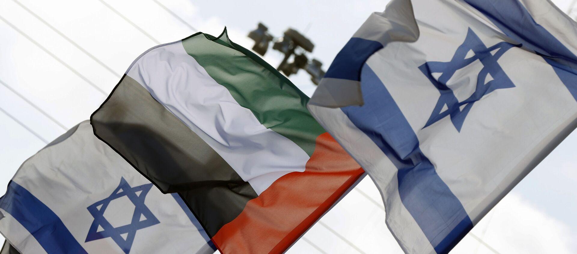 İsrail'in Netanya şehrinde Birleşik Arap Emirlikleri (BAE) ve İsrail bayrakları - Sputnik Türkiye, 1920, 15.04.2021
