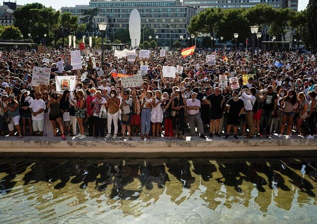 İspanya'da Kovid-19 önlemlerine karşı protesto
