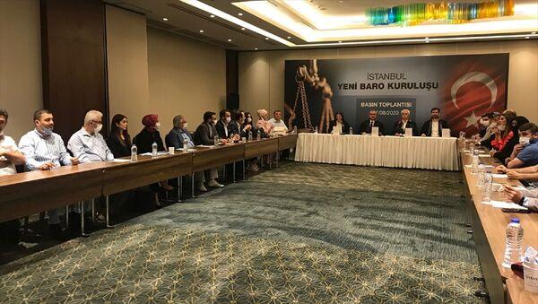 7249 Sayılı Avukatlık Kanunu İle Bazı Kanunlarda Değişiklik Yapılmasına Dair Kanun kapsamında İstanbul 2 Nolu Baro'nun kurulması için Türkiye Barolar Birliği'ne müracaat edilerek, üye olunması için elektronik imza sürecine başlanıldı. Kurucular Kurulu üyeleri (karşı masa soldan, sağa) avukat Şengül Karslı, avukat Niyazi Paksoy, avukat Necati Ceylan ve avukat Cavit Tatlı yeni baronun kuruluşuyla ilgili basın toplantısı düzenledi. - Sputnik Türkiye