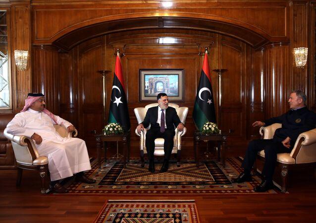 Milli Savunma Bakanı Akar, Libya UMH Başbakanı Serrac Fayiz es-Serrac ve Katar Savunma Bakanı Halid bin Muhammed el-Atiyye ile üçlü toplantı gerçekleştirdi.