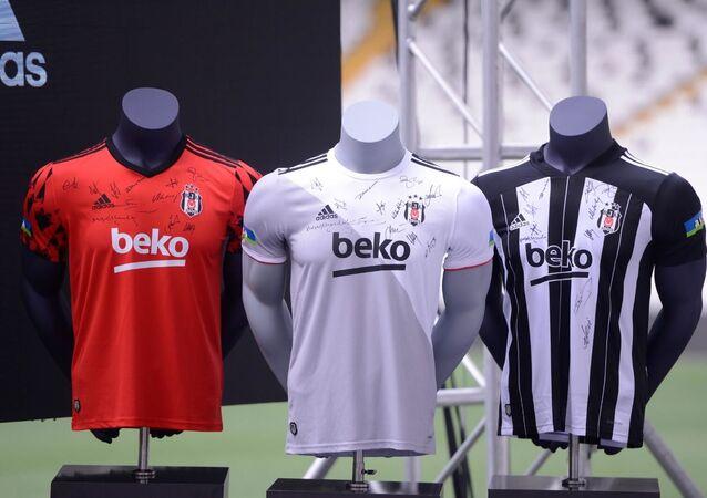 Beşiktaş'tan taraftar imzalı yeni sezon formaları
