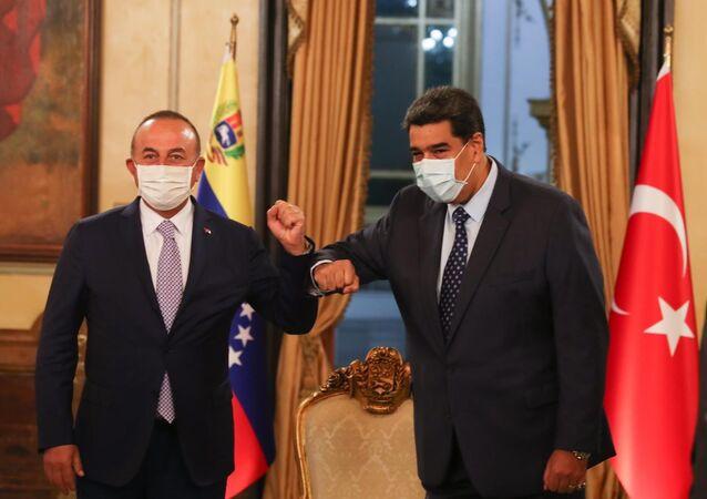 Bakan Çavuşoğlu, Venezüella Devlet Başkanı Maduro ile bir araya geldi