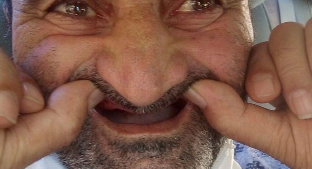Bursa'da bir adamın ameliyata gireceği için hastanedeki görevlilere emanet ettiği 25 gramlık takma dişleri kayboldu. Görevliler tarafından başka birine emanet edildiği iddiası üzerinde durulurken aile polise giderek şikayetçi oldu. Dört gündür dişleri olmayan adam ise sıvı ile besleniyor. Yakınları ''Hastalıktan değil, açlıktan ölecek'' yorumunda bulundu.