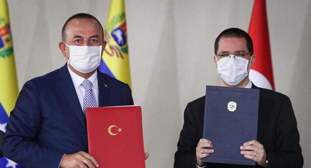 Dışişleri Bakanı Mevlüt Çavuşoğlu ile Venezüellalı mevkidaşı Jorge Arreaza