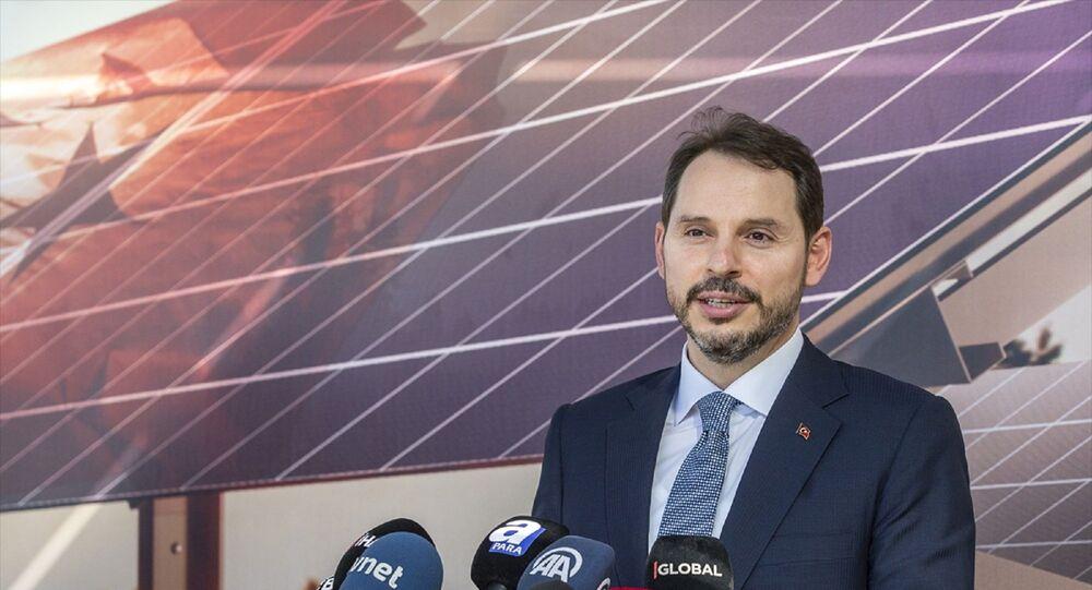 Hazine ve Maliye Bakanı Berat Albayrak, Başkent Organize Sanayi Bölgesi'ndeki Kalyon Güneş Teknolojileri Fabrikası Açılış Töreni'ne katıldı. Bakan Albayrak, tören sonrası basın mensuplarına açıklamalarda bulundu.