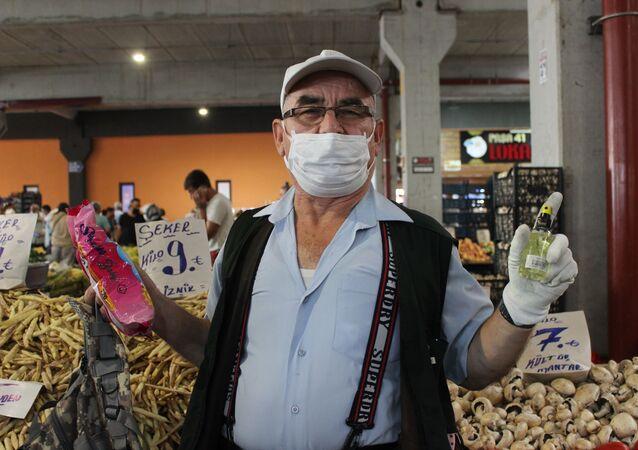 Yasak haberini pazarda alan 65 yaş üstü vatandaşlar - Kocaeli