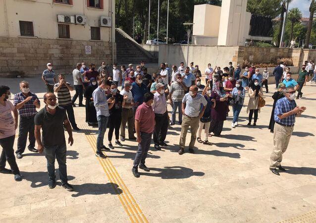 Düğün yapacak vatandaşlardan valilik önünde eylem - Denizli