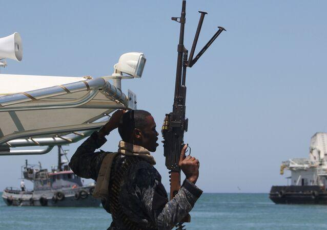 Somalili korsanlarla mücadele eden güvenlik güçleri