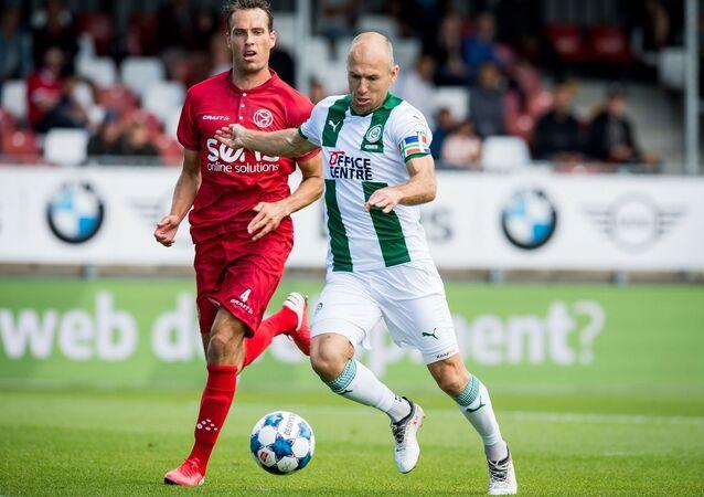 Hollanda Birinci Futbol Ligi (Eredivisie) ekiplerinden Groningen'de futbola dönüş yapan Arjen Robben, takımıyla ilk maçına çıktı.