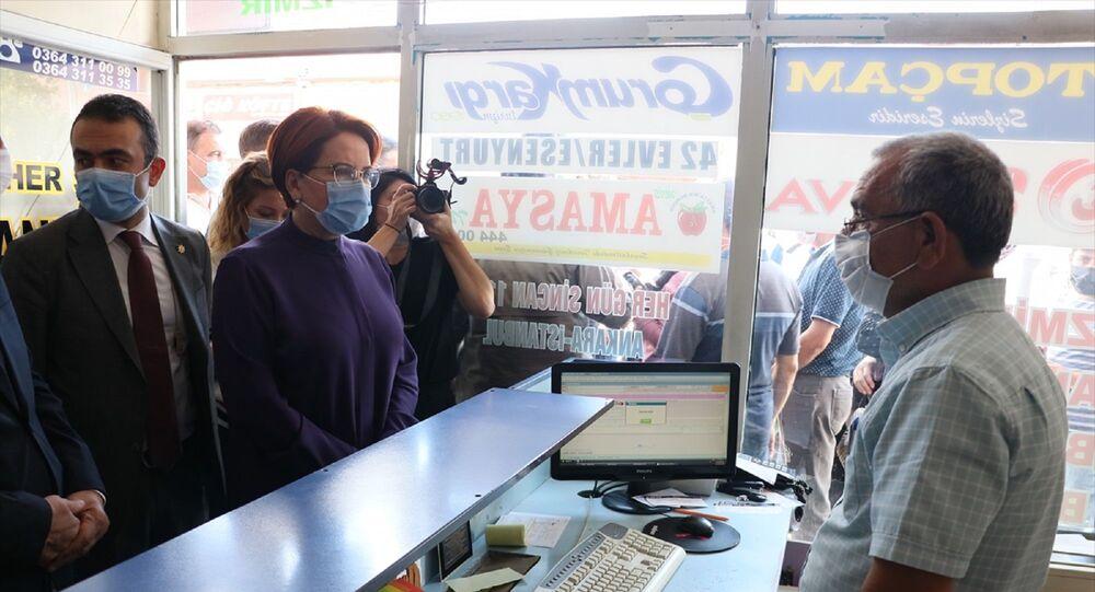 İYİ Parti Genel Başkanı Meral Akşener, çeşitli temaslarda bulunmak üzere geldiği Çorum'un Sungurlu ilçesinde esnaf ziyaretinde bulundu.