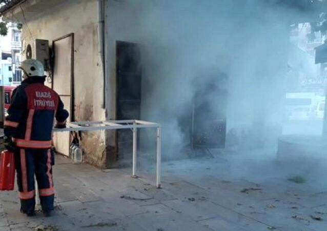 Elazığ'da otobüs durağı yakınında bulunan trafo merkezinde patlama meydana geldi. Olayda bir kadın hafif şekilde yaralandı.