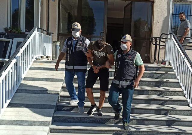 Aydın'ın Nazilli ilçesinde polisten kaçan hırsız, saklandığı camide yakalandı.