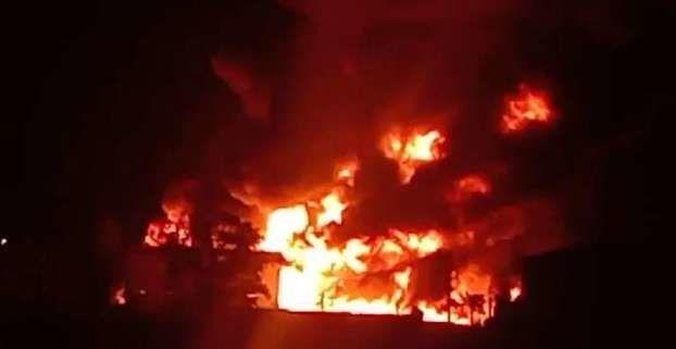 Hindistan'nın Telangana eyaletinde kimya fabrikasında yangın çıktı.