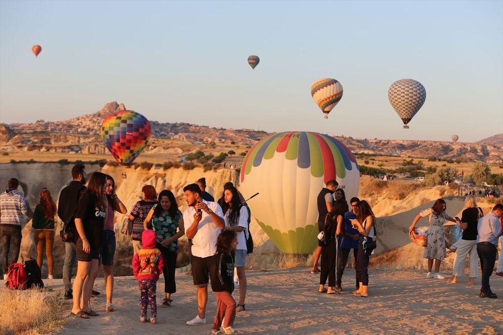 Balon turizminde faaliyet gösteren Especial'ın genel koordinatörü Abdullah İnal, Kovid-19 nedeniyle balonlardan 5 aylık ayrılık süreci yaşadıklarını, aylar sonra uçuşların başlamasının bölgede memnuniyetle karşılandığını söyledi.