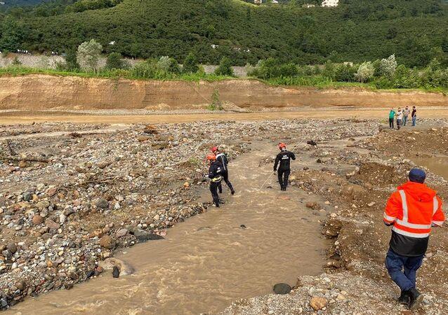 Sahil Güvenlik Komutanlığı,Giresun'daki sel felaketi sonrası mahsur kalan 14 vatandaşın bulundukları bölgeden tahliye edildiğini bildirdi.
