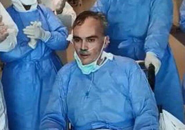 Mersin'de, temizlik şefi olarak görev yaptığı Tarsus Devlet Hastanesi'nde 10 Mart'ta koronavirüse yakalanan ve 48 gün yoğun bakımda kalıp, 21 gün de entübe olarak tedavi gören, 2 çocuk babası Ahmet Yertan