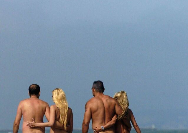 Fransa'daki çıplaklar kenti Cap d'Agde'dan plaj manzarası