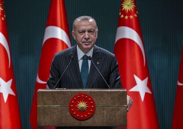 Türkiye Cumhurbaşkanı Recep Tayyip Erdoğan, Cumhurbaşkanlığı Külliyesi'nde düzenlenen kabine toplantısının ardından açıklamalarda bulundu.