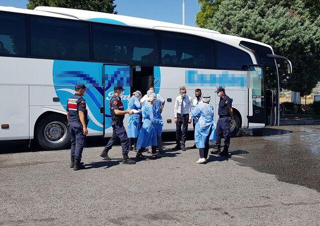 Koronavirüs testi pozitif çıkan ve karantinada olması gereken şahıs, yolcu otobüsünde yakalandı