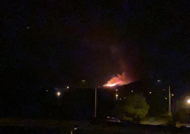 Urla'da otluk alanda yangın çıktı