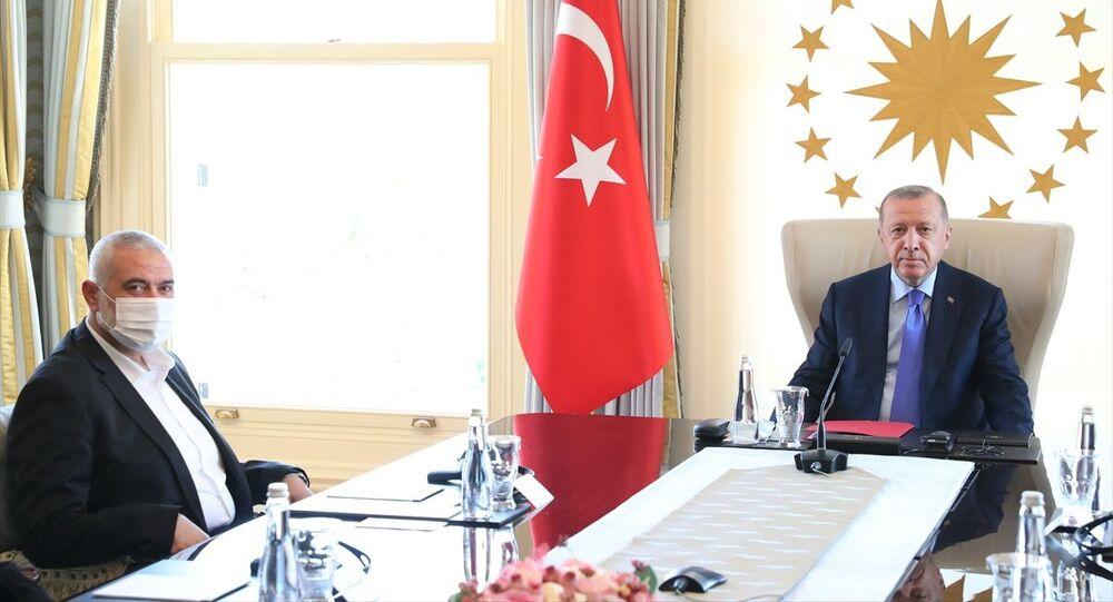 AK Parti Genel Başkanı ve Cumhurbaşkanı Recep Tayyip Erdoğan'ın 22 Ağustos'ta İstanbul'da Hamas Siyasi Büro Başkanı İsmail Haniye ve beraberindeki heyetle görüşmesi