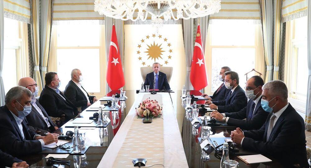 AK Parti Genel Başkanı ve Cumhurbaşkanı Recep Tayyip Erdoğan'ın 22 Ağustos 2020'de İstanbul'da Hamas Siyasi Büro Başkanı İsmail Haniye ve beraberindeki heyetle görüşmesin