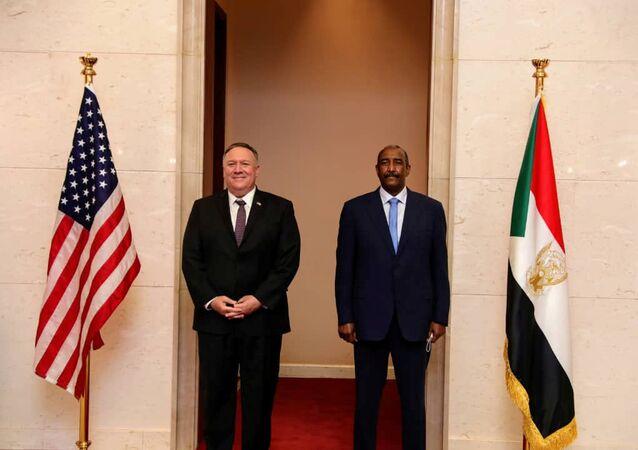 ABD Dışişleri Bakanı Mike Pompeo ve Sudan Egemenlik Konseyi Başkanı Orgeneral Abdulfettah el-Burhan