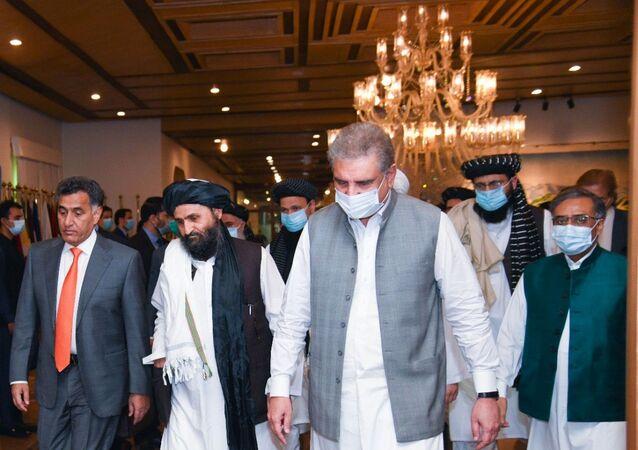 Pakistan Dışişleri BakanıŞah Mahmud Kureyşi ve Taliban Siyasi İşler Şefi Yardımcısı Molla Abdul Ghani Baradar