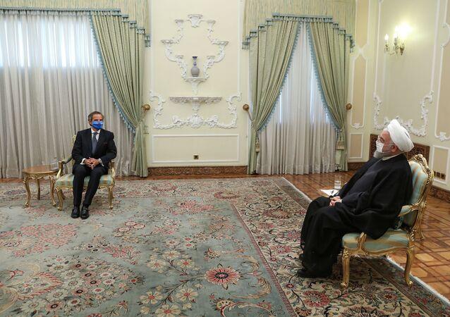 Uluslararası Atom Enerjisi Kurumu (UAEK) Başkanı Rafael Grossi, İran Cumhurbaşkanı Hasan Ruhani  tarafından kabul edilirken