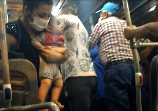 Minibüste yaşlıların maske kavgasında yumruklar konuştu