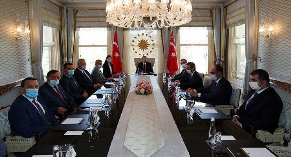 Türkiye Cumhurbaşkanı Recep Tayyip Erdoğan, Ukrayna Başbakan Yardımcısı ve Stratejik Endüstrilerinden Sorumlu Bakanı Oleg Uruskiy ile görüştü.