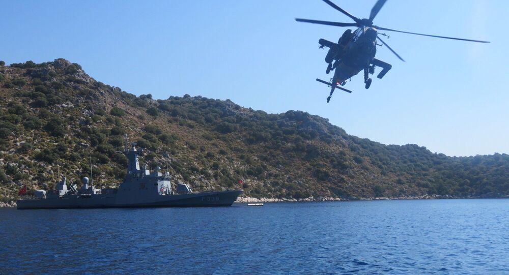 Milli Savunma Bakanlığı, Ege ve Akdeniz'de taarruz helikopterleri ve hücumbotlarıyla müşterek eğitimlerin icra edildiğini açıkladı.