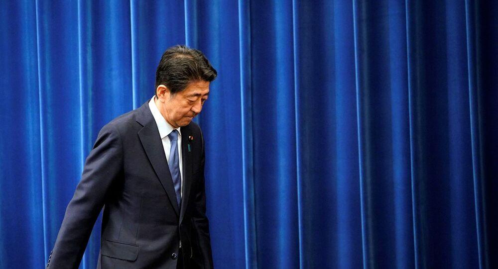 istifasını açıklayan Japonya Başbakanı Şinzo Abe