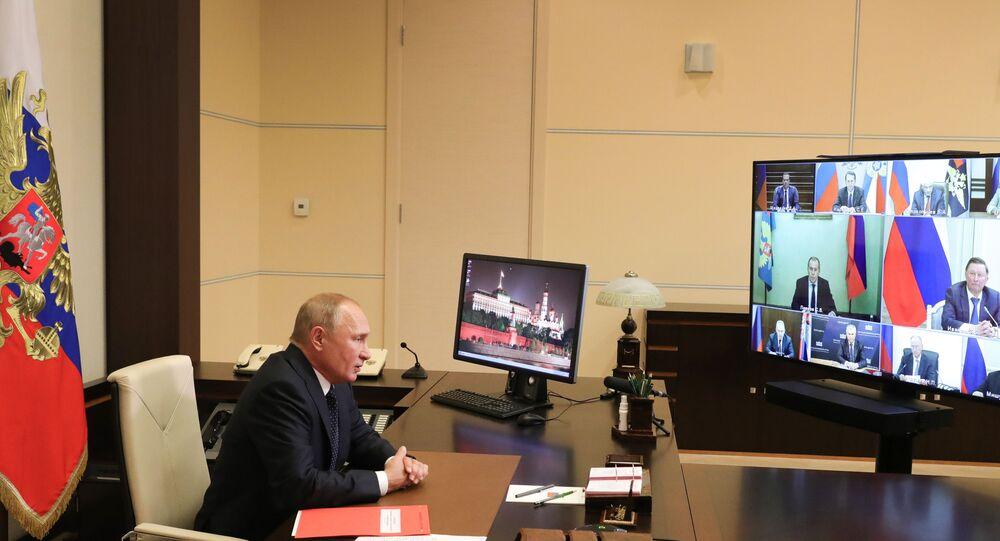 Rusya Devlet Başkanı Vladimir Putin, Rusya Federasyonu Güvenlik Konseyi'nin daimi üyeleriyle Rusya-Belarus işbirliğinin gelişiminin temel konularını ele aldı,