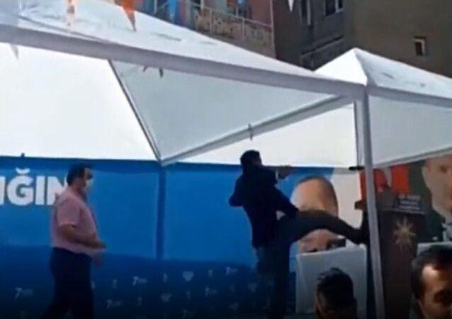 Manisa'nın Turgutlu ilçesinde yapılan AK Parti ilçe kongresinde adaylığı düşürülen başkan adayıZekeriya Kaya