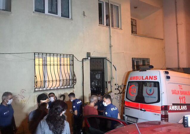 Kartal'da 51 yaşındaki Necati Y. isimli şahıs beraber olduğu iddia edilen Türkmenistan uyruklu 35 yaşındaki Arzugül Komekova vurduktan sonra intihar etti.