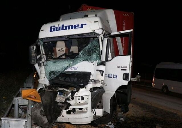 Adana'da iki TIR çarpıştı: