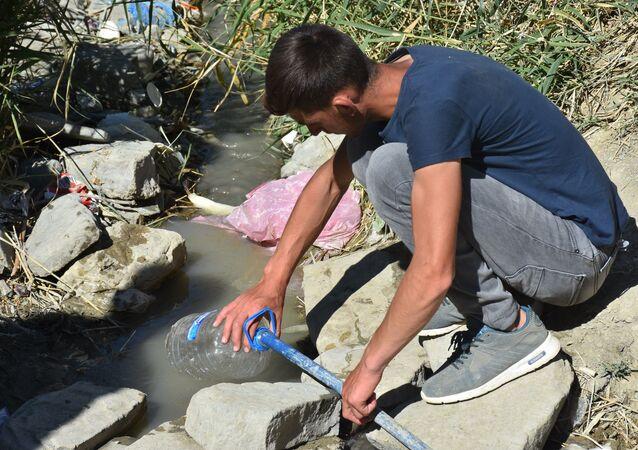 'Şifalı' diye içilen suyun içinde yoğun miktarda bakteri tespit edildi - Muş