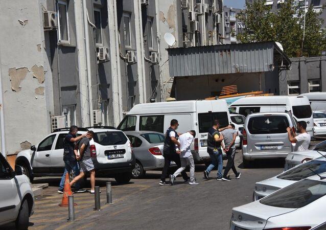 İzmir'de cesedi toprağa gömülü bulunan genç kızla ilgili 2 kişi tutuklandı
