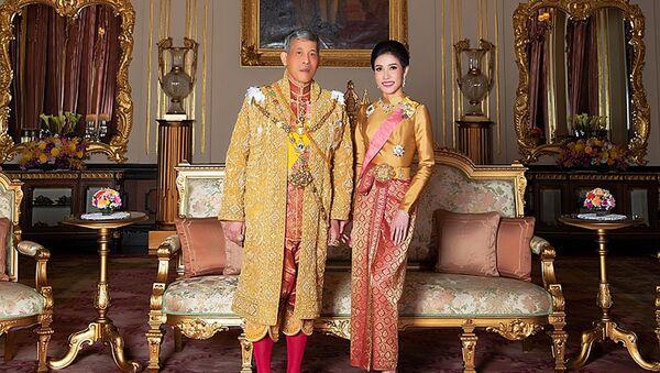 Tayland Kralı Maha Vajiralongkorn ve 'resmi metresi' ilan ettiği Sineenat Wongvajirapakdi - Sputnik Türkiye