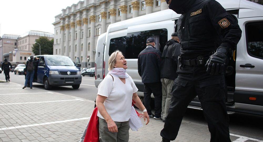 Minsk'te çok sayıda protestocu gözaltına alındı