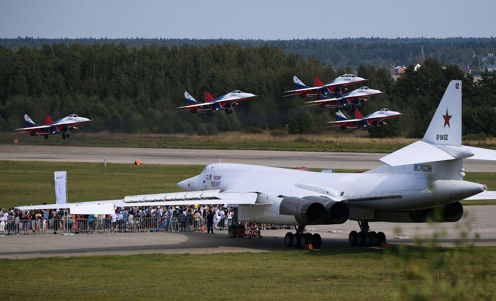 1987'de Sovyet ordusunun hizmetine giren Tu-160, ilk kez Rus Hava-Uzay Kuvvetleri'nin Suriye'de düzenlediği operasyonlarda 'sahada' kullanıldı.