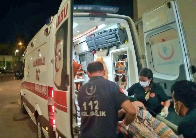 Adana'da kocası tarafından darbedilen kadın ve 2 çocuğu hastaneye kaldırıldı.
