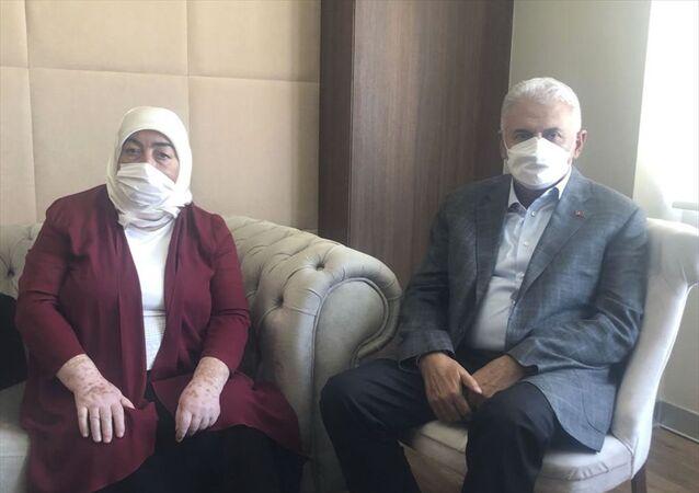 Eski Başbakan ve AK Parti İzmir Milletvekili Binali Yıldırım, Twitter hesabından yaptığı paylaşımda, vücut kırgınlığı nedeniyle bu sabah eşi Semiha Yıldırım ile Ankara Şehir Hastanesi'ne başvurduklarını belirtti.