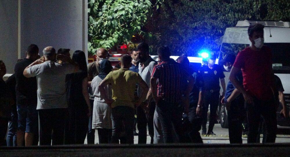 Denizli'nin Pamukkale ilçesinde, kuruyemiş fabrikasında gaz kaçağından meydana geldiği iddia edilen patlama ve ardından çıkan yangında 2 işçi öldü, 3 işçi yaralandı.