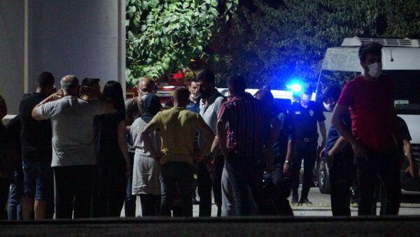 Denizli'nin Pamukkale ilçesinde, kuruyemiş fabrikasında gaz kaçağından meydana geldiği iddia edilen patlama ve ardından çıkan yangında 2 işçi öldü, 3 işçi yaralandı. - Sputnik Türkiye