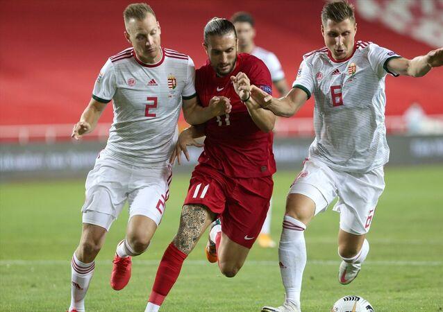 A Milli Futbol Takımı, 2020-2021 UEFA Uluslar B Ligi 3. Grup'taki ilk maçında Sivas Yeni 4 Eylül Stadı'nda Macaristan'la karşılaştı. Bir pozisyonda milli oyuncu Yusuf Yazıcı (ortada) Macaristan takımı futbolcusu Adam Lang (solda) ile mücadele etti.