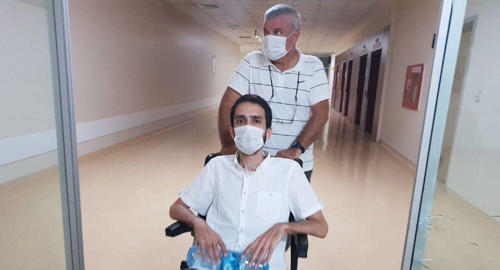 Yargıtay 16. Ceza Dairesi'nin tahliyesine karar verdiği avukat Aytaç Ünsal, adil yargılanma talebiyle ölüm orucunu sonlandırıp bağımsız hekimlerce yapılacak bir tedaviyi kabul etti.