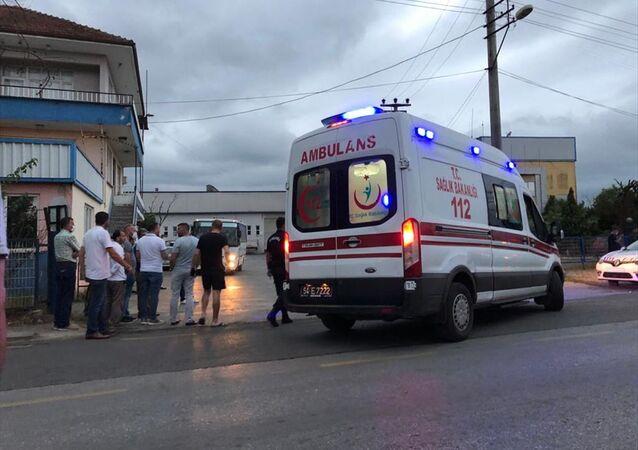 Sakarya'nın Akyazı ilçesinde eski eşi tarafından silahlı saldırıya uğrayan kadın yaralandı.