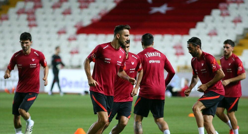 Macaristan maçının ardından Sivas'ta kalan A Milli Futbol Takımı, 6 Eylül'de deplasmandaki Sırbistan maçının hazırlıklarını, yenilenme çalışmalarıyla Yeni 4 Eylül Stadı'nda sürdürdü.